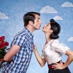 Zum ersten Date oder Treffen mit roten Rosen erscheinen. ©Spiderstock – istockphoto.com